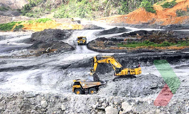 Hình ảnh khai thác than tại đảo Borneo, Indonesia